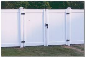vinyl fence double gate. Privacy Fence With Double Gate Vinyl