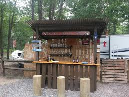 Bar Made Out Of Pallets Outdoor Tiki Bar Made With Repurposed Pallets O Pallet Ideas