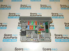 bmw 1 series fuses fuse boxes bmw 1 series e81 e87 fuseboard fuse box 6906624