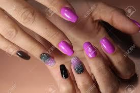 ピンク色のマニキュアの美しいデザイン の写真素材画像素材 Image