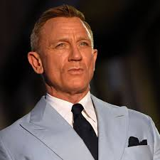 Daniel Craig says he goes to gay bars to avoid fights at straight venues | Daniel  Craig