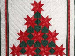 Patchwork Christmas Tree Quilt -- great cleverly made Amish Quilts ... & ... Red and Green Patchwork Christmas Tree Wall Hanging Photo 2 ... Adamdwight.com