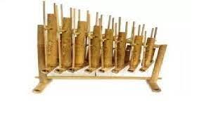 Idiophone adalah alat musik yang bunyinya berasal dari alat musik itu sendiri. Jenis Jenis Alat Musik Aerophone
