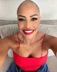 Carolina Marconi sceglie la parrucca dopo la chemioterapia - CapelliStyle