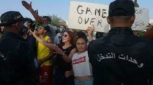 تونس: أحزاب من الائتلاف الحاكم والمعارضة تندد بخطوة قيس سعيّد وأخرى تتريث  ترقبا لمآل الأمور