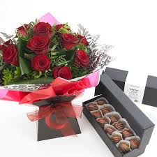 roses bouquet and boxed chocsflowers and chocolate dipped