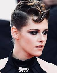 kristen stewart makeup and hairstyle in cannes 2018 in dark black y eyes and silver glitter