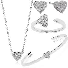 Romantic Valentine\u0027s Day gifts For Your Fiancé or Fiancée ...