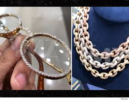 offset really went off ing up 2 chains for 40k each and dropping another 20k on the custom diamond cartier glasses yeah that s a 100k receipt