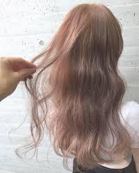 ピンクベージュの髪色23選ブリーチ無しで出来るヘアカラー画像も