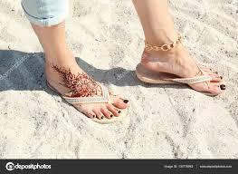 ženské Nohy S Henna Tetování Stock Fotografie Belchonock 130779942