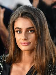 taylor hill posted a makeup free selfie and fans love that she didn t hide her acne the victoria s secret