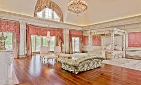 Biggest bedroom in the world photos and video