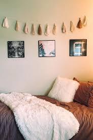 college minimalist dorm room decor