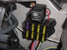 automotive wiring installing an auxiliary fuse block creating more add a fuse instructions at Wiring Into Fuse Box Car