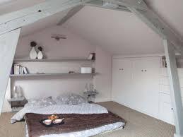 Idee Dipingere Mansarda : Idee per arredare camera da letto mansardata