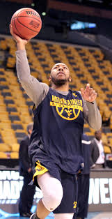 jevon carter and the west virginia team warm up during their practice session in td