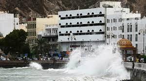العاصفة شاهين تقترب من سلطنة عمان وتأجيل الرحلات الجوية