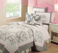 complete a dog lover s bedroom with this scottie dog quilt set petslady com