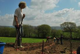 digging by seamus heaney essay el mito de gea digging by seamus heaney essay jpg