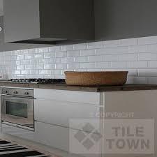 white wall tiles kitchen credainatcon