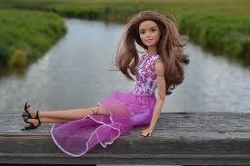 konten dewasa safesearch barbie boneka mainan berpose model
