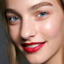 stopsignred lips like the ones at burberry are mandingly pretty to soften the look take