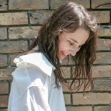 外国人風の髪型でアカ抜けるハイライトでこなれ感をアップさせよう