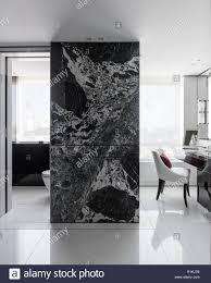 Marmor Wand Durch Badezimmer Stockfoto Bild 224780847 Alamy