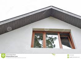 Fassade Mit Fenster Und Dachgesimsen Stockfoto Bild Von Pflaster