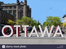 Ottawa, Canada - 8 Giugno 2019: il grande segno di Ottawa nel Byward Market  è una grande attrazione per le persone che vogliono porre con il segno Foto  stock - Alamy