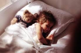 Resultado de imagem para crianças na cama