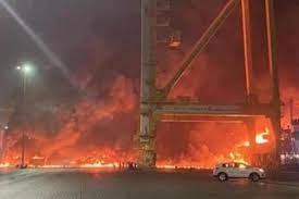 دبي.. حريق إثر انفجار حاوية على متن سفينة بميناء جبل علي (فيديو) - QatarAjel