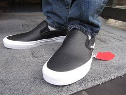 famous vulcanised manufacturing heavy duty vans sneakers american limited models are high quality perforated leather it s black