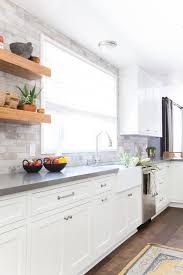 What Color Backsplash With White Cabinets Amazing A Serene California Cottage In Studio City Home Style