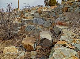 tips on building a dry stack stone wall 6 steps