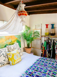 justina blakeney s tips for creating a layered bedding look
