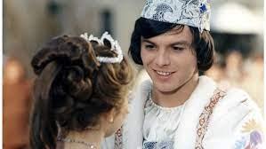 Für die schauspielerin war die rolle die sie bekannt machte zugleich segen und fluch. Drei Haselnusse Fur Aschenbrodel So Hat Der Prinz Pavel Travnicek Sich Verandert