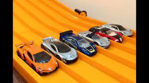 Presentation of 46 dream cars in a luxurious environment during the auto show in belgium. Race Ferrari Vs Lamborghini Vs Porsche Vs Bugatti Vs Mclaren F1 Youtube
