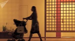 Resultado de imagen para imagenes de madres que trabajan y los hijos en casa