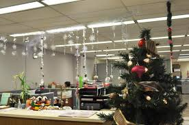 christmas decorating themes office. 40 Office Christmas Decorating Ideas - All About Throughout Themes R