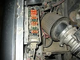 how to change a fuel pump relay 91 94x ford explorer and ford if you look under the cover you will see where it says fuel relay this is only the fuse for the fuel relay mine is the one in the rear of the box