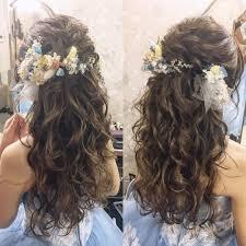 お色直しヘアに大人気ハーフアップハーフ花冠のブライダルヘアが