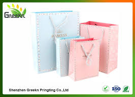 fashionable coated printed paper gift bags with diffe sizes for customization