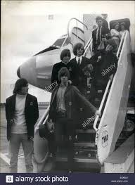 Pop Charts 1965 Aug 08 1965 The Byrds Fly In Arriving At London Airport