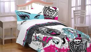 Amazon.com: 8pc Monster High Full Bedding Set Freaky Fashion ...