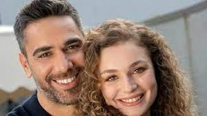 Aşkın Tarifi dizisinde Kadir Doğulu ve Serra Arıtürk arasındaki aşk  iddialarının ardından yeni bir iddia ortaya atıldı