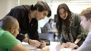 Lo que buscan los jóvenes latinoamericanos de un primer empleo