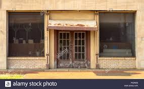 Einige Geräte Zeigt Durch Türen Und Fenster Mit Dicken Metall Gitter