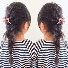 三つ編みパーマでルーズヘア 春ぽくピンクのリボンで キッズヘア